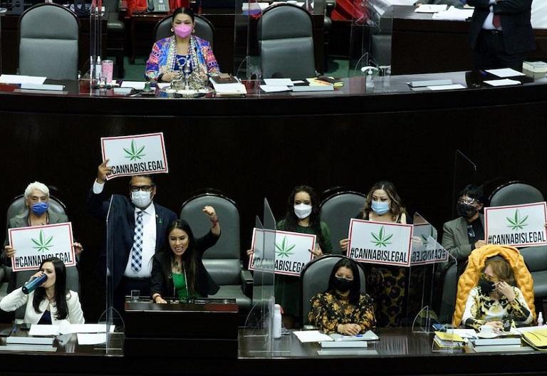 La Cámara de Diputados de México aprueba ley de consumo lúdico de marihuana